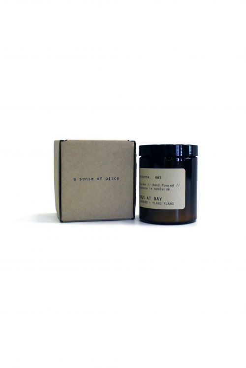 Etikette 'Dogs At Bay' Candle by Bad Dreems